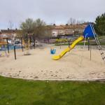 Parques infantiles próximos a las casas para familias